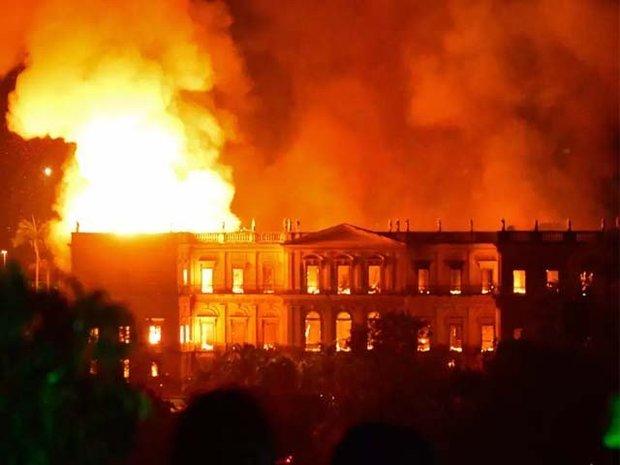 برازیل کے تاریخی شاہی محل میں آگ لگ گئی