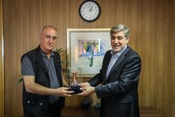 Azertac Genel Müdürü'nden Mehr'e ziyaret