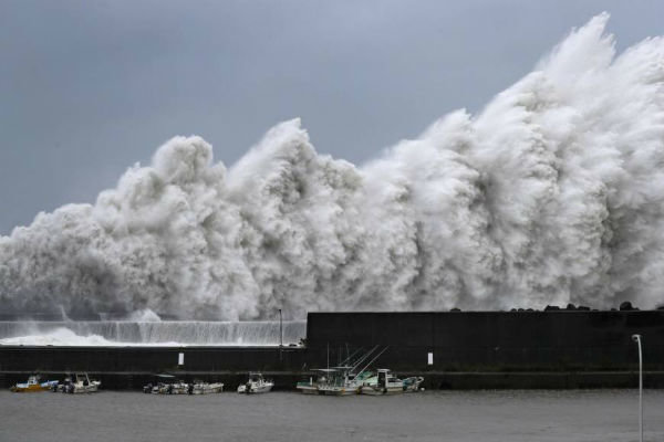 جاپان میں شدید طوفان کے باعث 9 افراد ہلاک اور 300 سے زائد زخمی