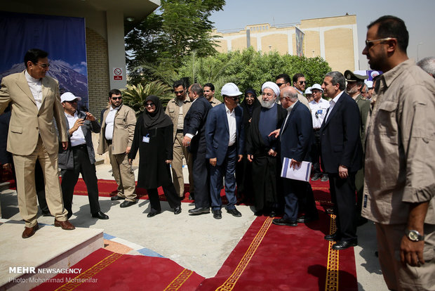 Rouhani inaugurates 3 major petchem projects in Assaluyeh