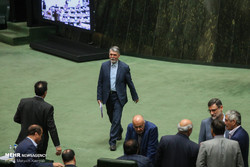 وزیر ارشاد سومین کارت زرد را هم گرفت/ مجلس از پاسخ های صالحی درباره سامانههای ویدئویی قانع نشد