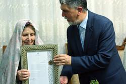 وزیر فرهنگ و ارشاد اسلامی به دیدار سیمیندخت وحیدی رفت