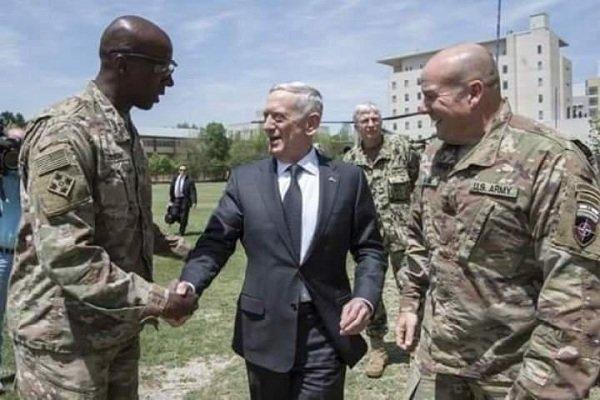 امریکہ کے وزير دفاع کابل پہنچ گئے