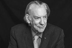 دونالد ساترلند از جشنواره زوریخ جایزه میگیرد