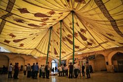 برافراشتن خیمه عزاداری محرم در صحن امامزاده موسی مبرقع