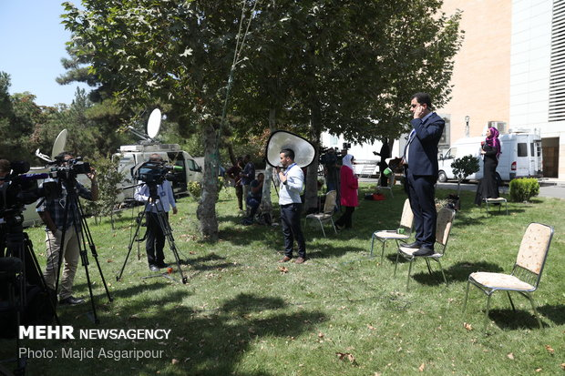 Journalists from around world cover Tehran trilateral summit on Syria