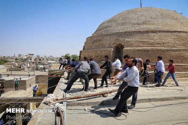 بر افراشتن خیمه عزاداری در صحن امامزاده موسی مبرقع