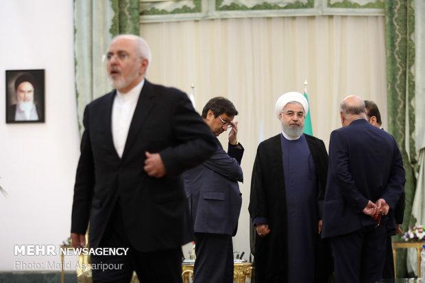 Rouhani, Putin meet on sidelines of Tehran summit