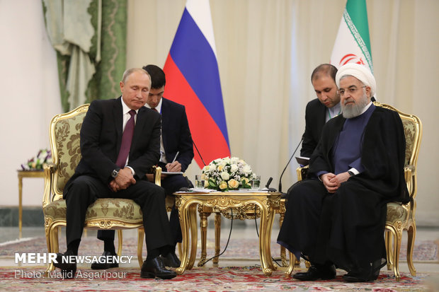 Rouhani, Putin meet on sidelines of Tehran summit