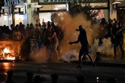 معترضان یونانی با پلیس درگیر شدند/۱۵ نیروی پلیس زخمی شدند