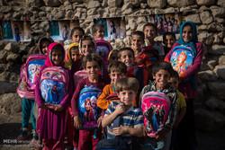 کمک به تحصیل ۳۰۰۰ کودک نیازمند در مناطق محروم