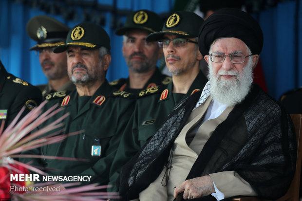 قائد الثورة: الشعب الإيراني لم يخش امريكا بل أرغمها على الانسحاب وأذاقها الهزيمة