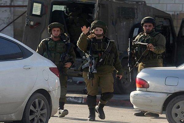 عملية طعن وجنود الاحتلال يطلقون النار علی بعضهم البعض
