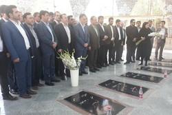 حضور وزیر فرهنگ و ارشاد اسلامی در گلزار شهدای گمنام ایلام