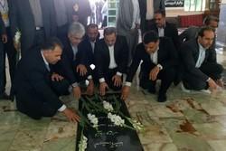 وزیر آموزشوپرورش به شهدای شهر ایوانکی ادای احترام کرد