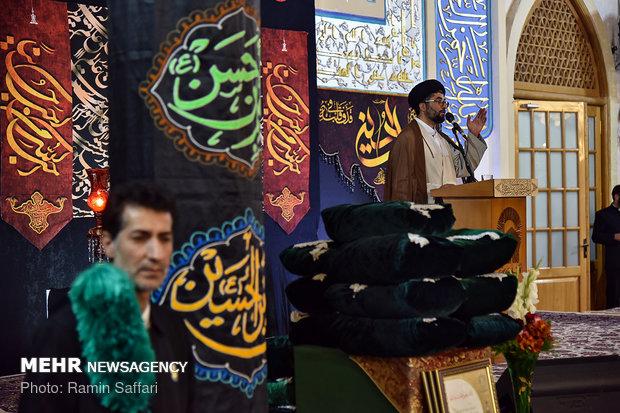 اهدای پرچم عزای حسینی به هیئت های مذهبی کشور در حرم مطهر رضوی