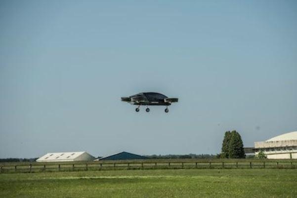 نخستین  تاکسی هوایی انگلیس پرواز کرد