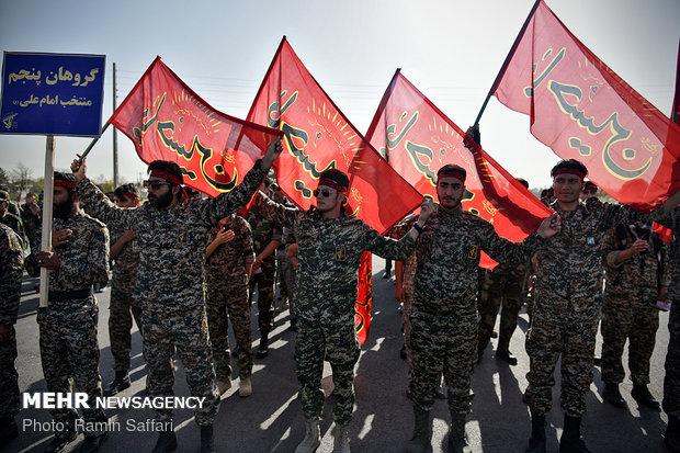 """الحرس الثوري يقيم مناورات """"الاقتدار العاشورائي"""" في محافظة اصفهان"""