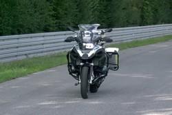 ربات موتورسیکلت بدون راننده ویراژ می دهد!