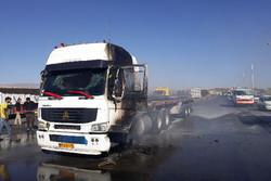 یک دستگاه تریلر در اتوبان قزوین به زنجان دچار حریق شد