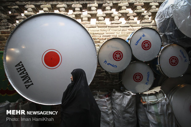 Vending mourning attires, apparatus in Hamedan bazaar during Muharram