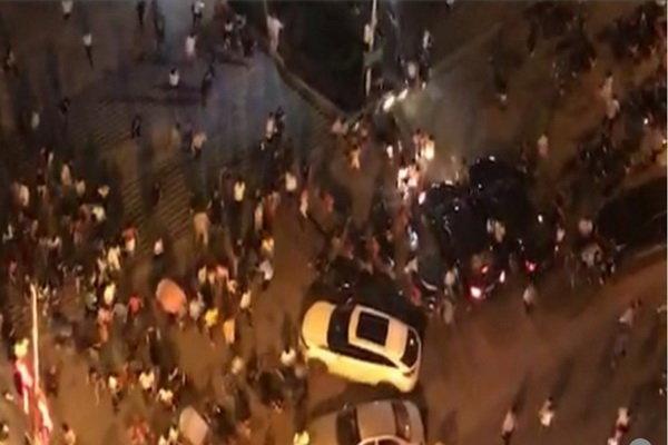ورود خودرو به میان جمعیت در چین با ۳ کشته و ۴۳ زخمی