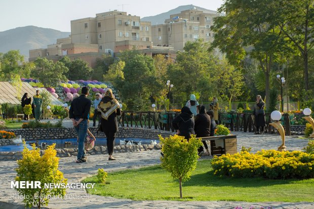 Arak hosts seasonal flowers exhibition