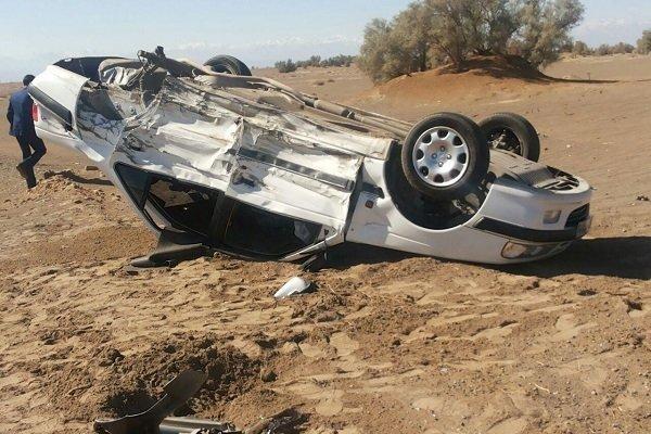 واژگونی خودرو در تربت حیدریه ۵ سرنشین سمند را راهی بیمارستان کرد