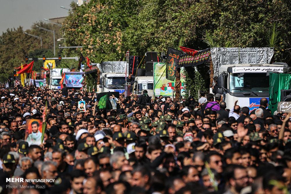 اقامة مراسم تشييع رفات 135 شهيدا في طهران / مصور