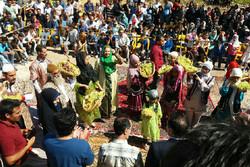 برگزاری جشنواره ها به ترویج فرهنگ بومی و محلی کمک می کند