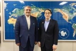 Tehran's ambassador to Tokyo Morteza Rahmani-Movahed (L) stands by JATA President Tadashi Shimura on September 15, 2018.
