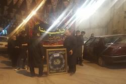 حرکت دسته سقایی هیئت زینبیه همدان با ۱۵۰ سال قدمت