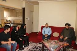 فرمانده نیروی هوایی ارتش با خانواده شهید «منوچهر فتاحی» دیدار کرد