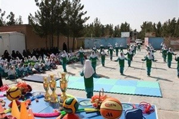 خیرین به مدارس چاراویماق لوازم ورزشی اهدا کردند
