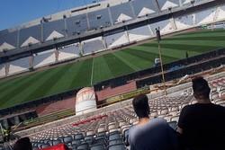 بازار سیاه بلیت در اطراف ورزشگاه/ هواداران قلیانی منتظر شروع بازی!