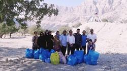 فعالان محیط زیست به پاکسازی طبیعت رفتند