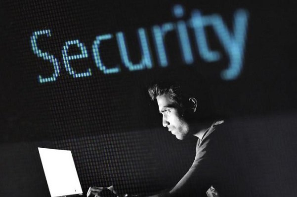 هکر آمریکایی ۸.۶ میلیون دلار جریمه شد