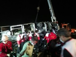 دلیل تصادف اتوبوس تهران -کرمان  تغییر مسیر ناگهانی تانکر سوخت بود