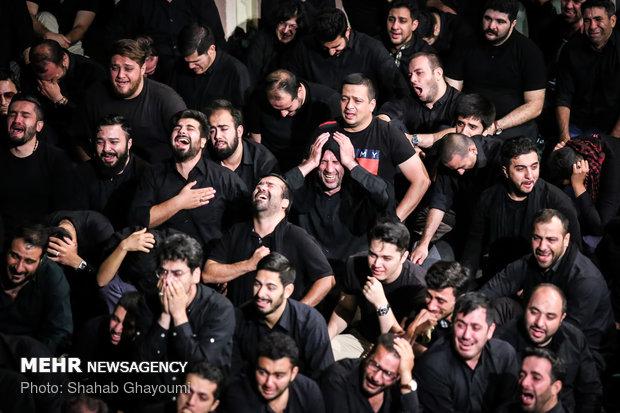 """الليلة الثامنة من مراسم العزاء الحسيني في مسجد """"ارك"""" في طهران"""
