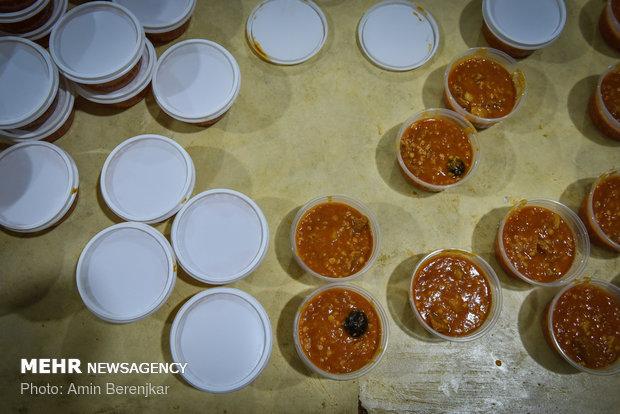اطعام ۱۲۰ هزار نفر از موقوفه معزالوزاره شیراز
