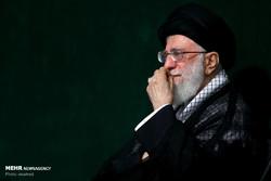 """قائد الثورة يحضر مراسم """"عشاء الغرباء"""" في ذكرى استشهاد الحسين (ع)"""