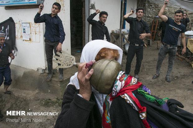"""طقوس عاشوراء لدى الطائفة السنية في قرية """"شاه ميلرزان"""" شمالي ايران"""