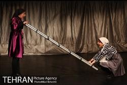 """Bita Azizaqli (L) and Melina Qadimi act in a scene from """"Momma Yerma"""" at Tehran's Entezami Theater on February 1, 2017. (Tehran Picture Agency/Milad Beheshti)"""