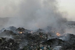 آتشسوزی در محل دفن زبالههای شهری پلدختر/ دود غلیظی منطقه را فرا گرفت