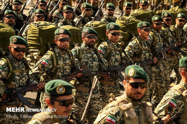 مراسم استعراض عسكري للقوات المسلحة الايرانية في طهران