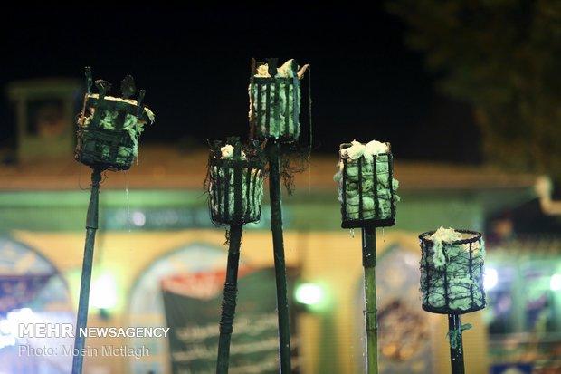 طقوس رفع المشاعل الخشبية في كركان بالليلة الثانية عشر من محرم