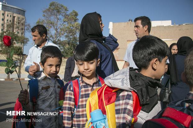 İran'da yeni eğitim öğretim yılı coşkusu