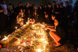 ایرانی نےاہواز کے شہداء کو شمعیں روشن کرکے خراج تحسین پیش کیا