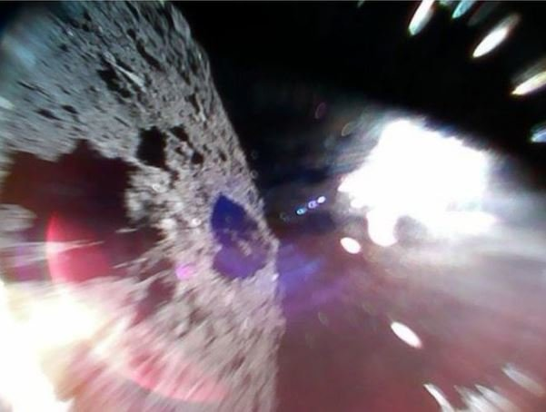 کاوشگرهای ژاپنی تصاویری از یک سیارک فرستادند