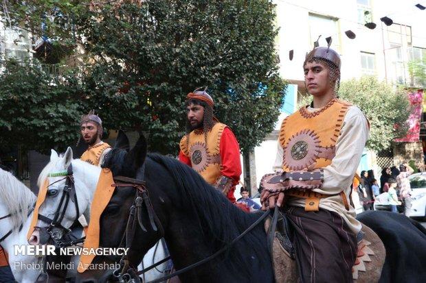 حرکت کاروان نمادین اسرای کربلا در ورامین/۴۰هزار عزادار آمدند